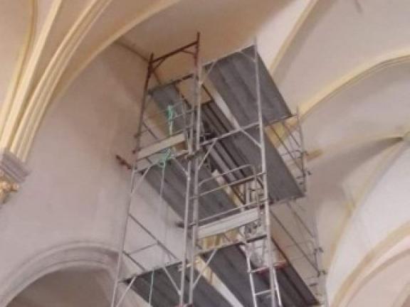 Rénovation d'un plafond d'une église à Dolomieu